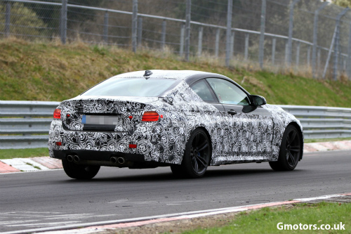 2014-BMW-M4-rear-side-2-2