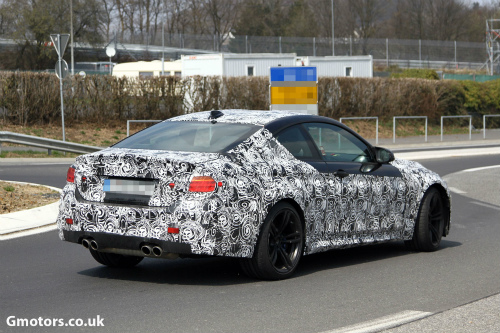 2014-BMW-M4-rear-side-2