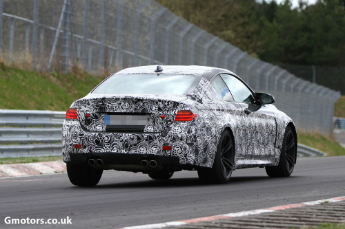 2014-BMW-M4-rear-side-3-2