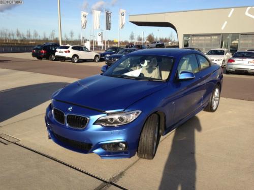 BMW-2er-M-Sportpaket-F22-Estorilblau-Live-Fotos-RHD-1-655x491