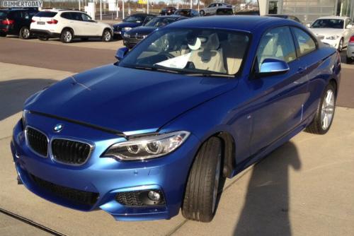 BMW-2er-M-Sportpaket-F22-Estorilblau-Live-Fotos-RHD-655x437