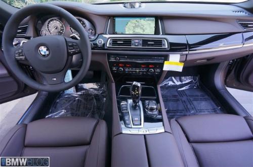 BMW-Frozen-Bronze-Metallic-7er-F02-LCI-2013-Innenraum-Details-06-655x434-2
