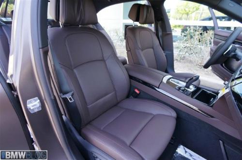 BMW-Frozen-Bronze-Metallic-7er-F02-LCI-2013-Innenraum-Details-08-655x434-2
